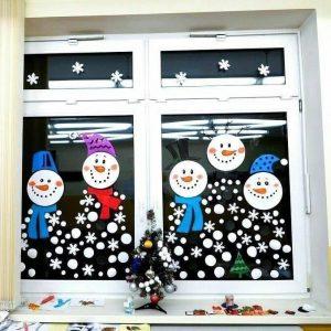 Imagini de iarnă… Decoram încăperea copilașilor